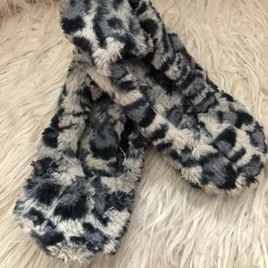 Forever 21 cute slippers, size 5-6